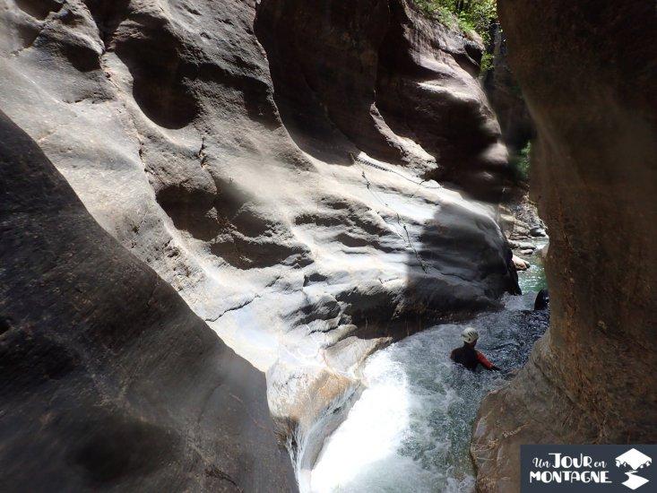 Nage dans le Cayon du Gorgol en Aragon dans les Pyrénées espagnole