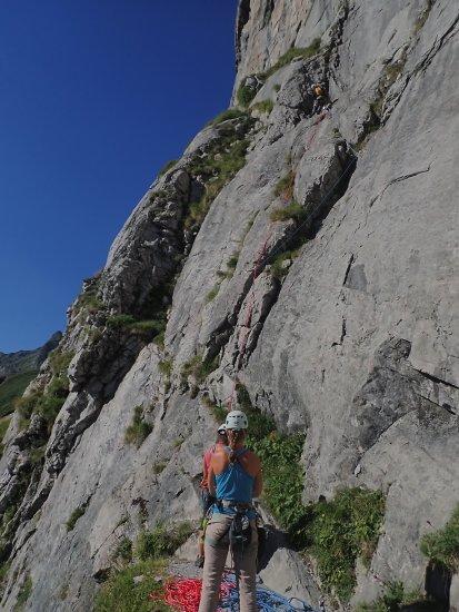 escalade en grande voie dans la face Est Normale de pene sarière à Gourette