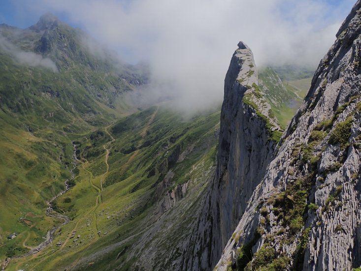 Escalade en grande voie dans la Face Est classique de Pène Sarrière à Gourette (64)