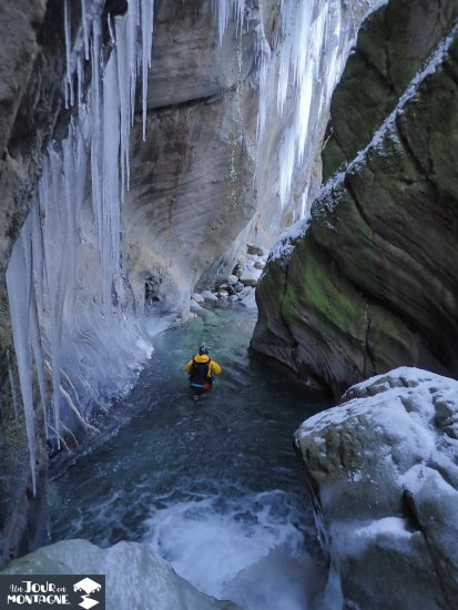 Saut en canyoning à Laruns en Hiver